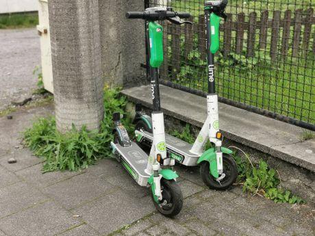 E-Roller: lümmeln sich seit gestern in der Stadt herum