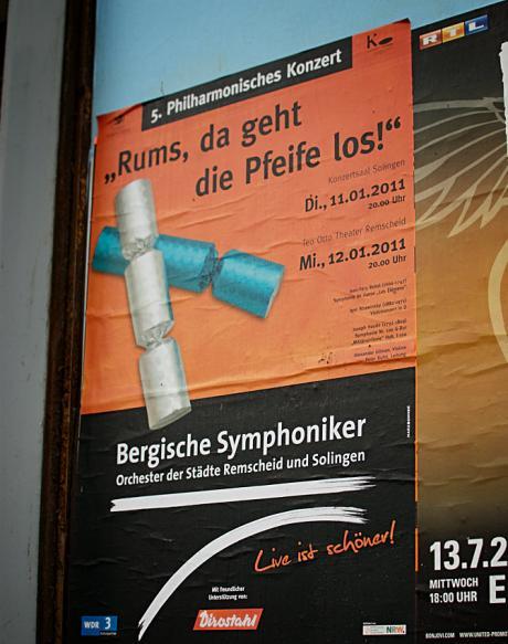 """Anschlag an einer Solinger Plakatwand: """"Rums, da geht die Pfeife los!"""""""