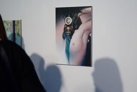 Sandra Schlipkoeter: nur Öl auf Leinwand und Schatten an der Wand