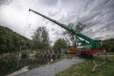 Querung für das Spülschütz wird moniert: Die montierte Brücke versah zuvor jahrelang an der Rechenanlage ihre Dienste.