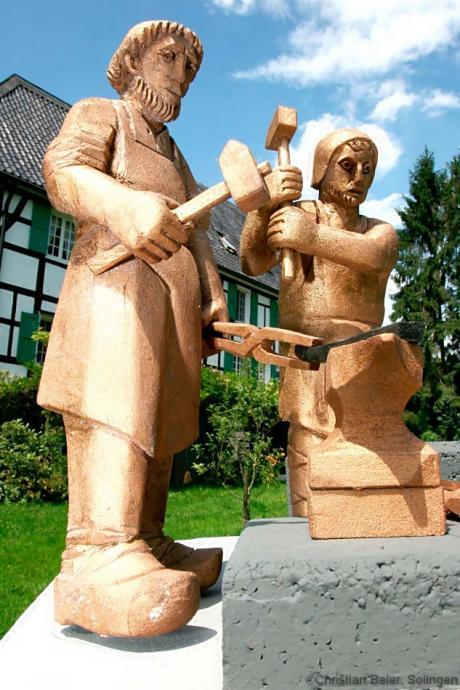 Klingenschmied-Denkmal: Entwurf von Henry Dywan