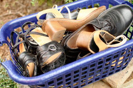 ausrangierte Schuhe: nicht mehr nach aktuelle Mode?