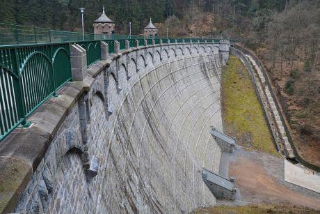 Mauer der Sengbachtalsperre: Luftseite