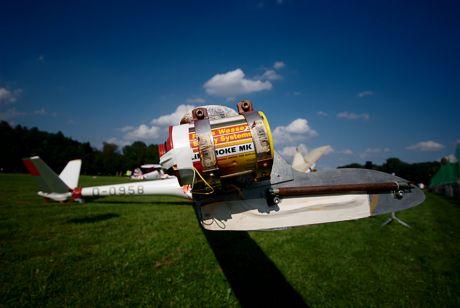 Smoke System: am Flügelende eines Segelflugzeues