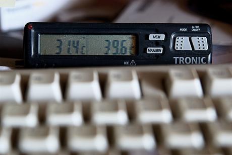 Temperaturmesswerte: Links Zimmertemperatur, rechts Abluft Rechenknecht