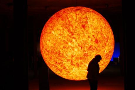 Die Sonne steht im Mittelpunkt: nicht nur in der Ausstellung