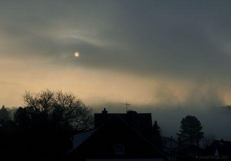 Kein Vollmond, nur ein gewöhnlicher Sonnenaufgang im November: (Foto: 28.11.2012)