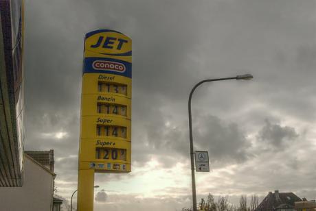 Spritpreise: Wuppertal, 17. November 2008 - das Barrel wurde mit 51,37 Dollar gehandelt, der Euros stand bei 1,265 $.