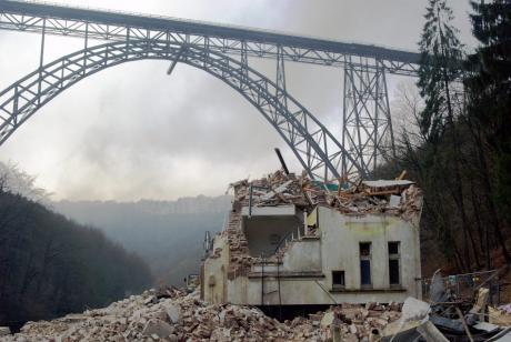 Kein Fachwerk mehr unter der Brücke, Reste des Treppenhauses, Brückenweg 71