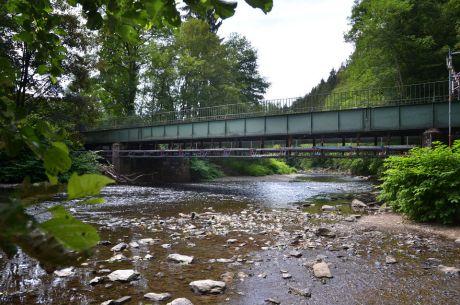 Brücke in Strohn: marode Wupperquerung mit Hilfsgerüst