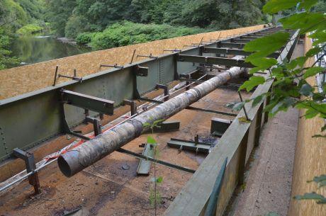 Strohner Brücke: Man weidet sie aus