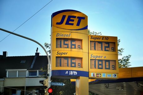 Preistafel an einer Solinger Tankstelle: am 9. September 2012