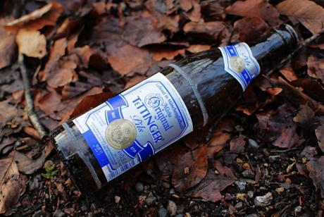 Flasche am Wegesrande: Tettinger-Pils