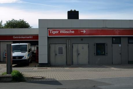 Getränkemarkt: Tiger und Wäsche um die Ecke