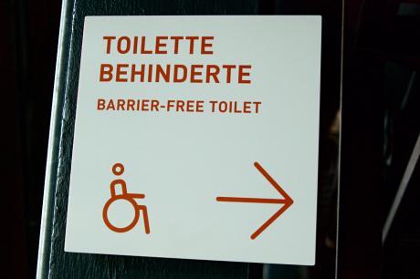 Behinderte Toilette: barrierefreie Toilette