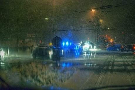 Gegen 20 Uhr: kam es aufgrund der Witterung zu einem Unfall mit Personenschaden auf der Kreuzung Schlagbaumer Straße