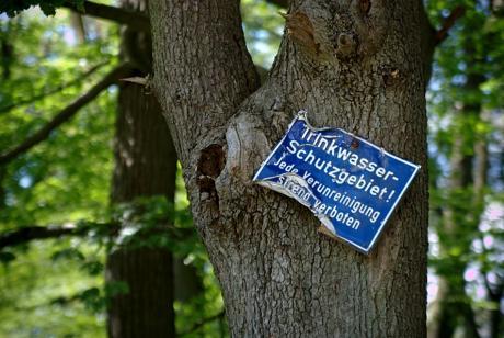 Trinkwasserschutzgebiet: Jede Verunreinigung streng verboten!