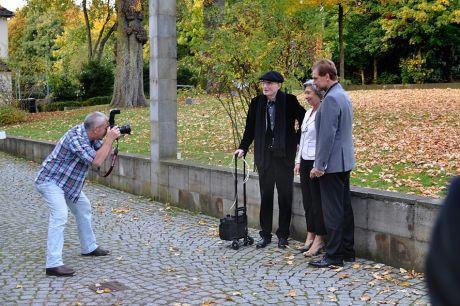 Das Dream-Team bei der Ausstellungseröffnung: von links: Uli Preuss (Oberfotograf des Solinger Tageblattes), Professor Wolfgang Körber, Dr. Barbara Grotkamp-Schepers (Direktorin des Deutschen Klingenmuseums) und Norbert Feith (Oberbürgermeister der Stadt Solingen)