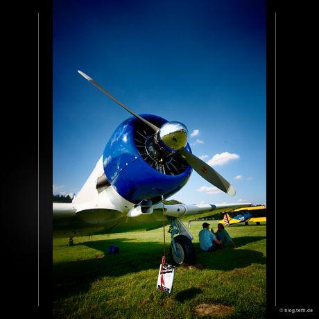AT 6 D - FUUK: Wer darf das zweisitzige Schulflugzeug nun fliegen?