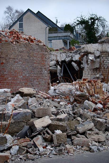 Trümmerfeld: die Allgemeinheit sieht es so gut wie nicht