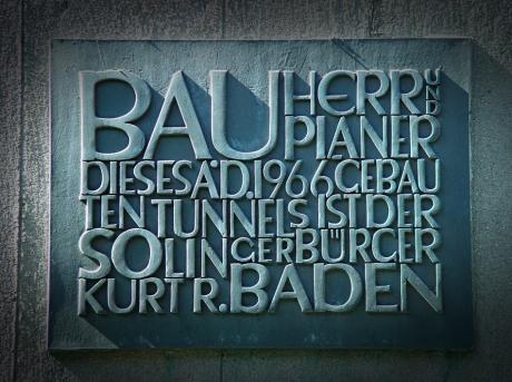 Kunst am Tunnel: Bauherr und Planer dieses aD 1966 gebauten Tunnels ist der Solinger Bürger Kurt R. Baden.