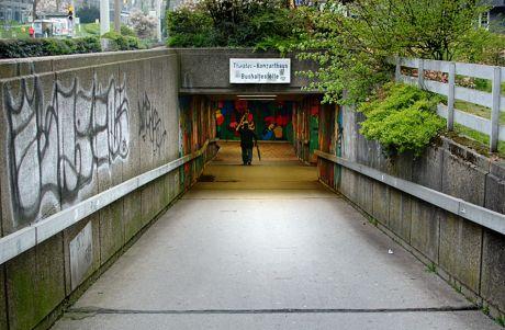 Tunneleingang: auf der Rathaus-Seite
