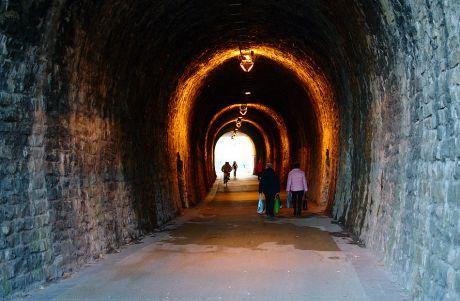 Tunnel Schlagbaum: Korkenziehertrasse