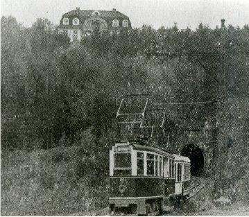 Tunnel Stöckerberg, oben Haus Neugrünewald der Firma Rasspe: (Quelle: Einladungs-Pdf zur Wanderung)