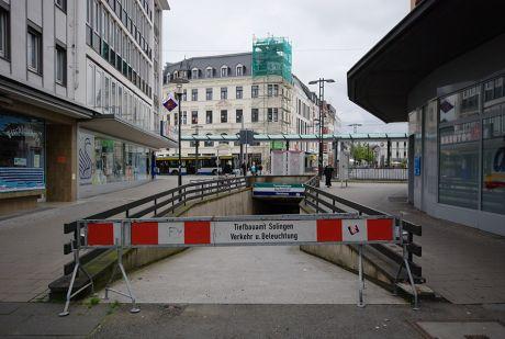 Kirchstraße, gesperrter Zugang zur Turmpassage: (Foto: 30.7.2011)