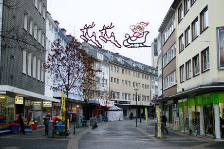 """Untere Hauptstraße: Nein, ich habe kein Schild mit der Aufschrift: """"Wegen Überfüllung geschlossen!"""" gesehen."""