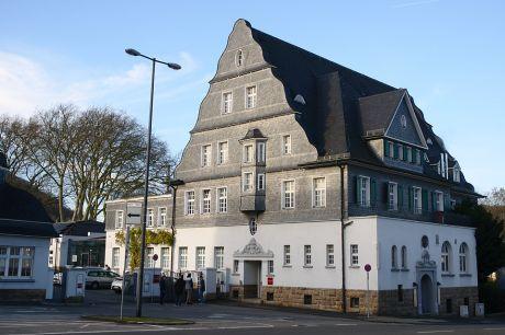 "imposantes Bauwerk: ex ""Börse"", firmiert heute unter ""Villa Media"""