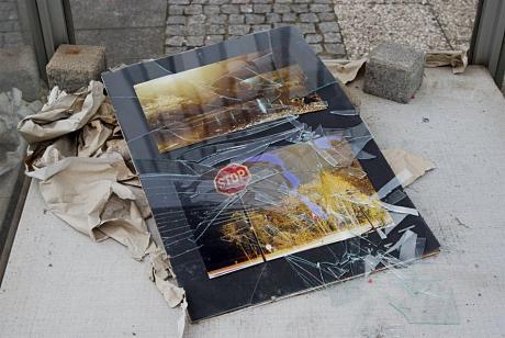 Vitrine am ehemaligen Karstadt-Gebäude: Zustand am 22. März 2009