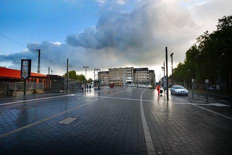 Bahnhofsvorplatz Solingen-Ohligs aka Hauptbahnhof: in der Version perfekt-versiegelt