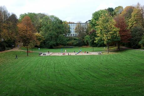 Vorspeler Anlage: hinter den Bäumen im Hintergrund versteckt die Friedrich-List-Schule