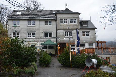 Waldhaus Pfaffenberg: die Weihnachtsbäume warten auf ihre Vernetzung
