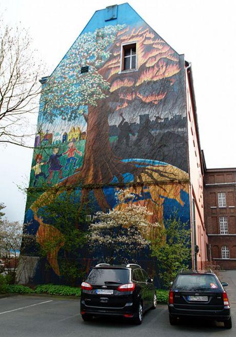 Wandgemälde: Der Baum: am Rathausgebäude Cronenberger Straße (April 2012)