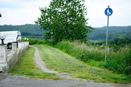 gemähter Wanderweg