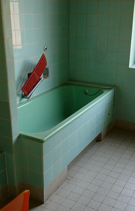 Wannenbad im Birker Bad: die Wasse ist leer
