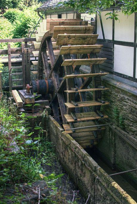 Unterschlächtiges Wasserrad am Balkhauser Kotten