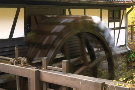 Wasserrad: am Balkhauser Kotten. Seit ein paar Monaten dreht es sich wieder