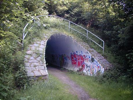 Fußweg unter die L528 (n) in Halver: (aufgenommen im Jahre 2003 von J.M.)