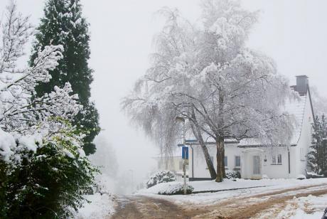 Wintereinbruch: Schnee im Solinger Süden (Krebsweg, Wassermannweg)