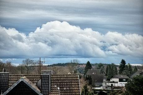 Früher Morgen: Wolken erinnern an schneebedeckte Berge