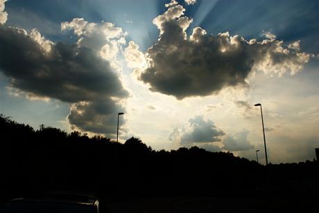 Wolken am sommerlichen Himmel