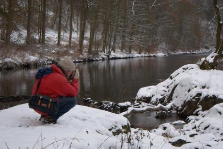 durchgefrorener Landschaftsfotograf