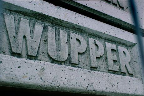 Wupper in Beton gegossen