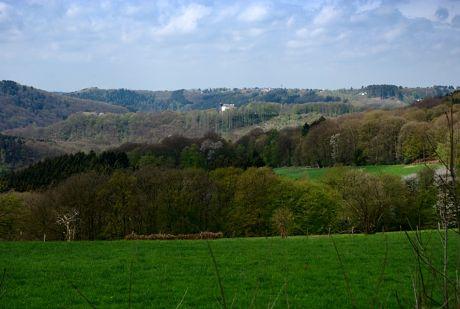Wupperberge: Blick auf Burg Hohenscheid und Widdert vom Pfaffenberg aus