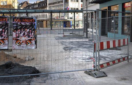 ehemaliger Zugang zur Turmpassage am Neumarkt: vor Blumen Seifert (Aufnahme vom 23.1.2013)
