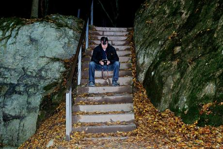 Treppe in die dunkle Nacht